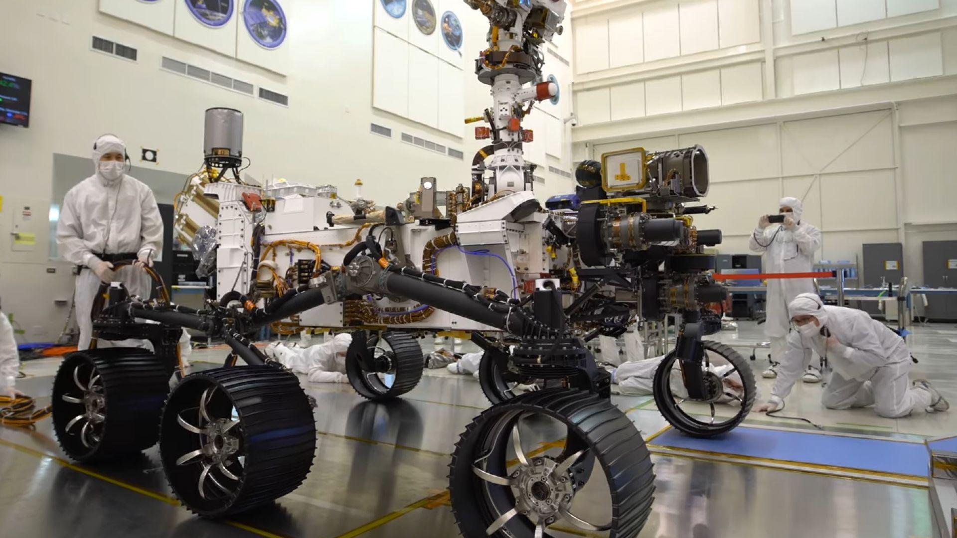 НАСА показа новия си марсоход, Китай също се готви за марсианска експедиция (видео и снимки)