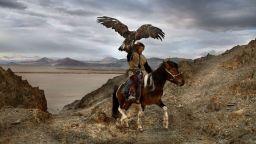 Трогателни портрети на хора и животни от Стив МакКъри