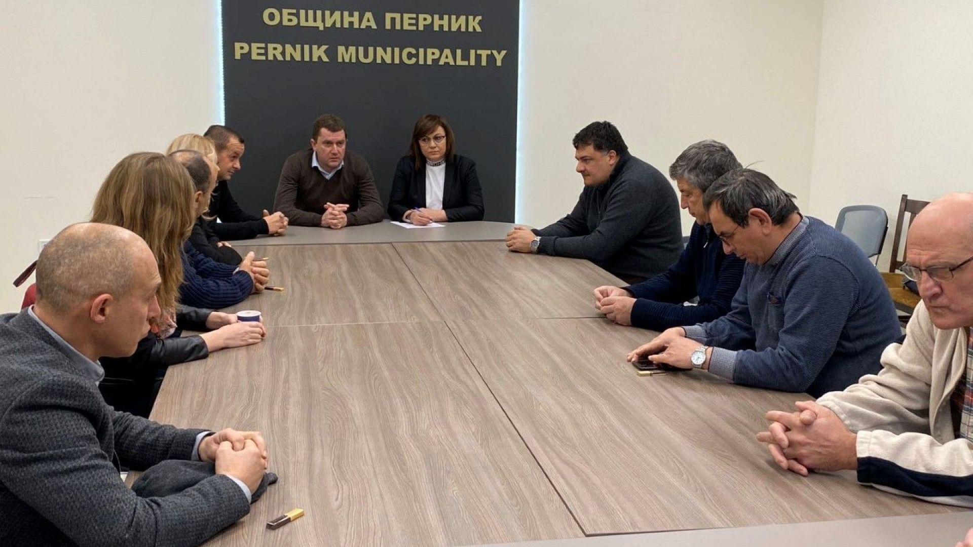 Корнелия Нинова се среща с главния прокурор заради кризата в Перник