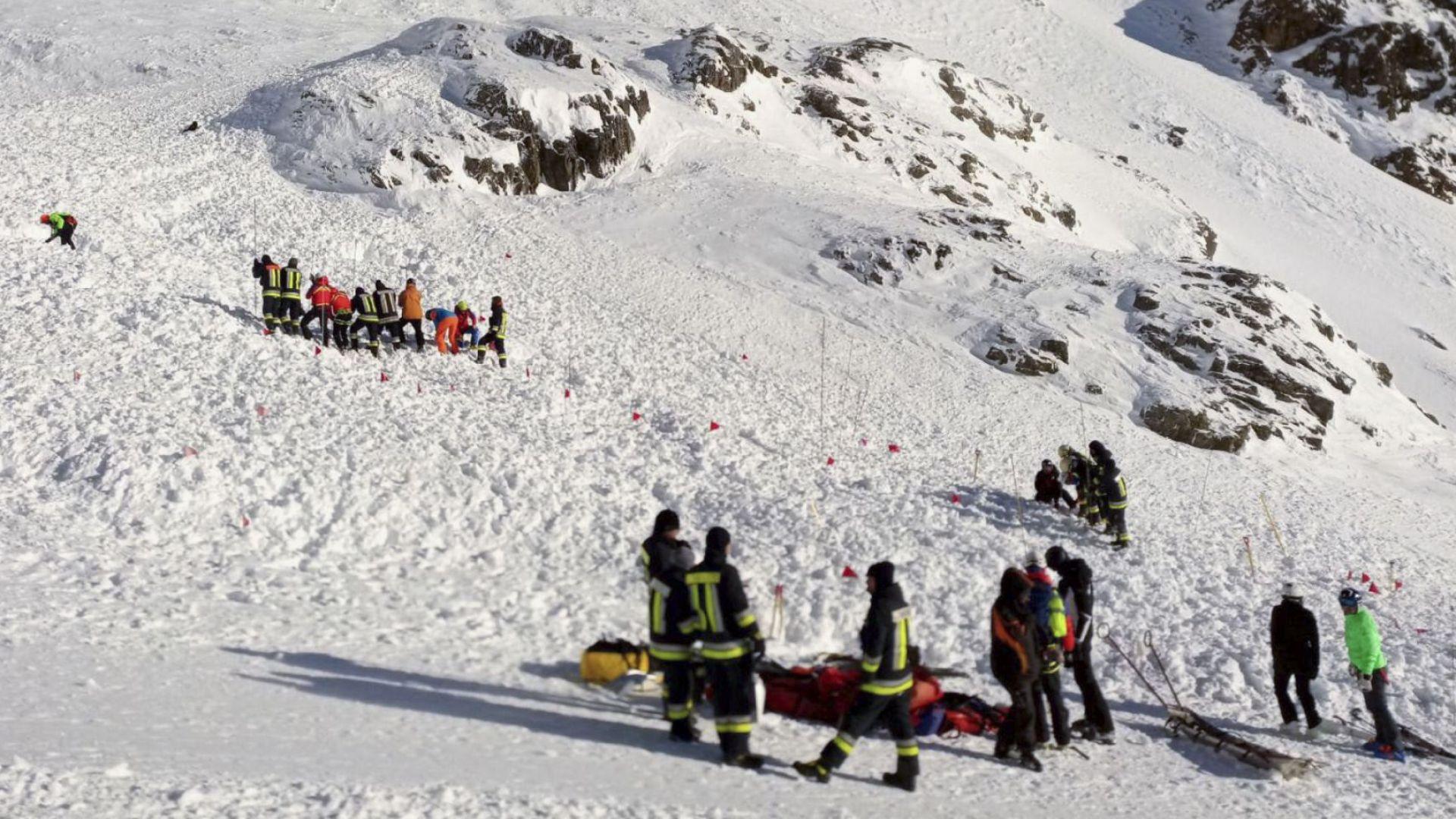 Лавина уби жена и две малки деца в италианските Алпи, друга затрупа скиор (видео)