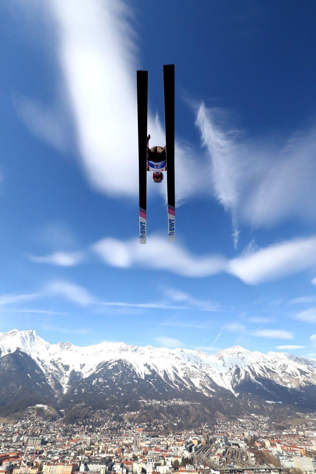 Инсбрук от птичи поглед - или по-скоро, от гледна точка, подобна на тази на чеха Томас Ванкура по време на старта от Световната купа през февруари.