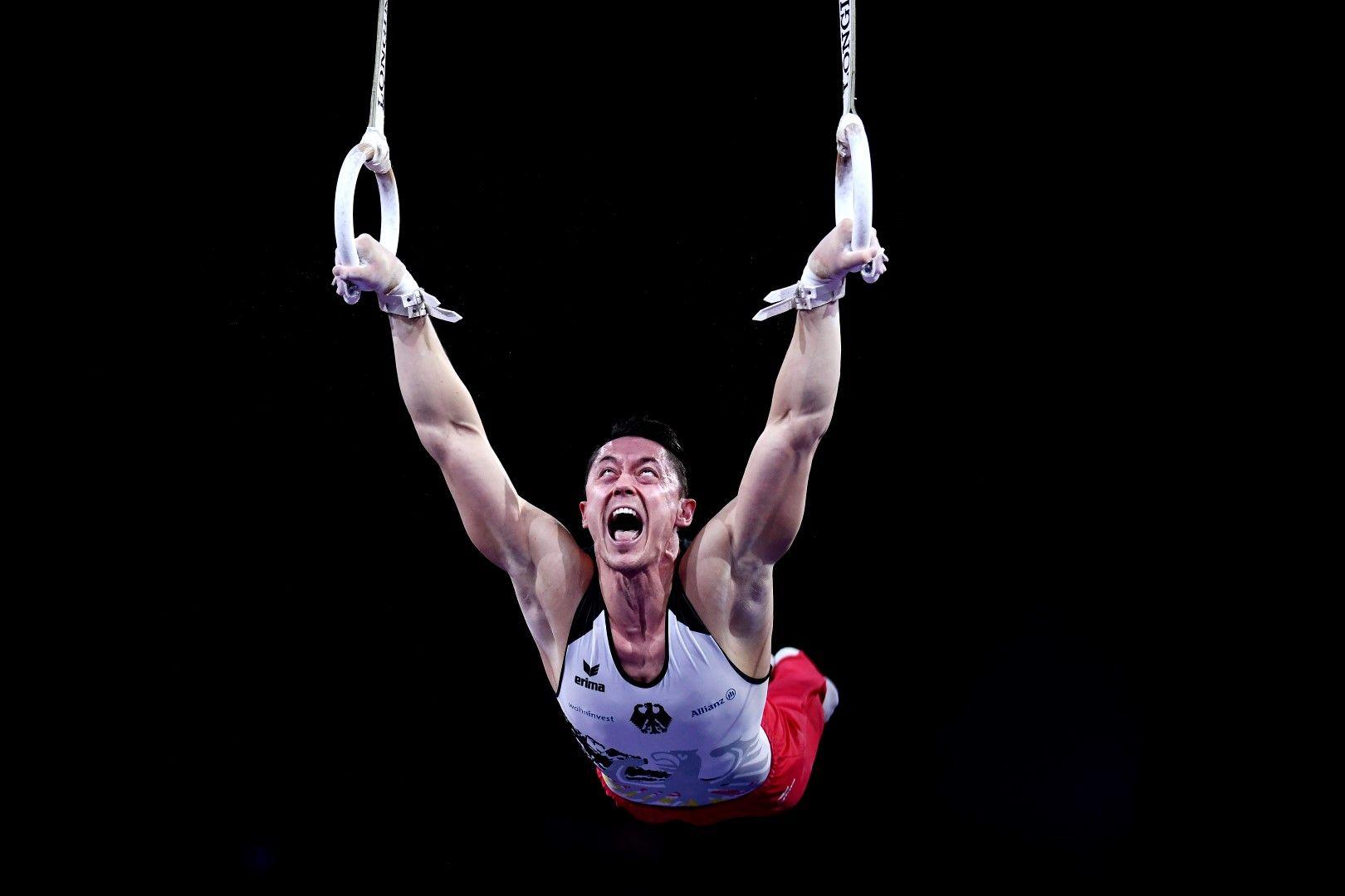 Андреас Тоба (Германия) изглежда на ръба на силите, докато виси на халките по време на Световното първенство по спортна гимнастика в Щутгарт през октомври.