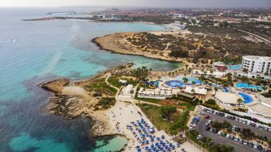 Кипър ще плати на чужденци, ако се заразят с коронавирус, докато са на почивка