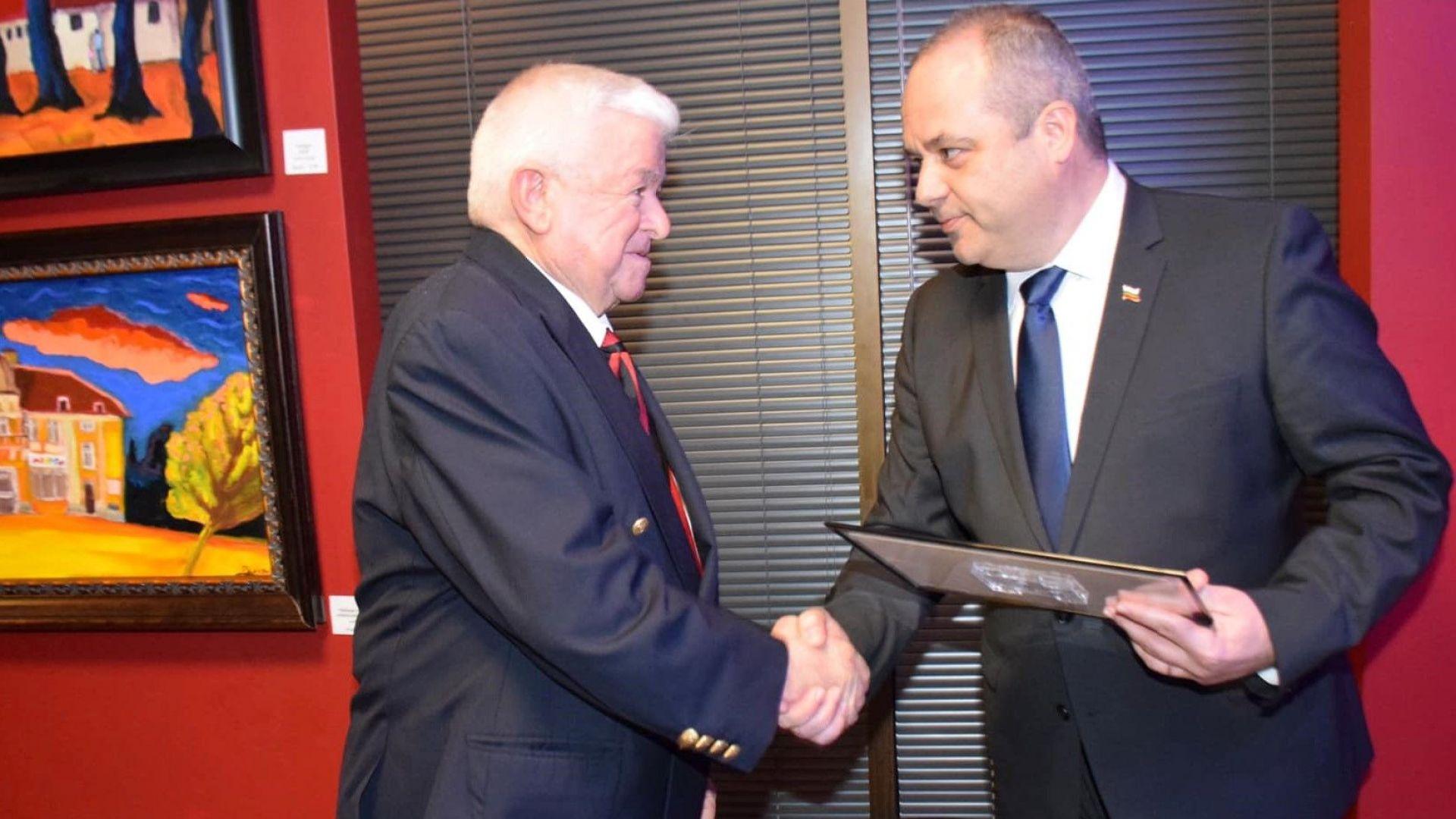 От името на вицепремиера и министър на външните работи Екатерина