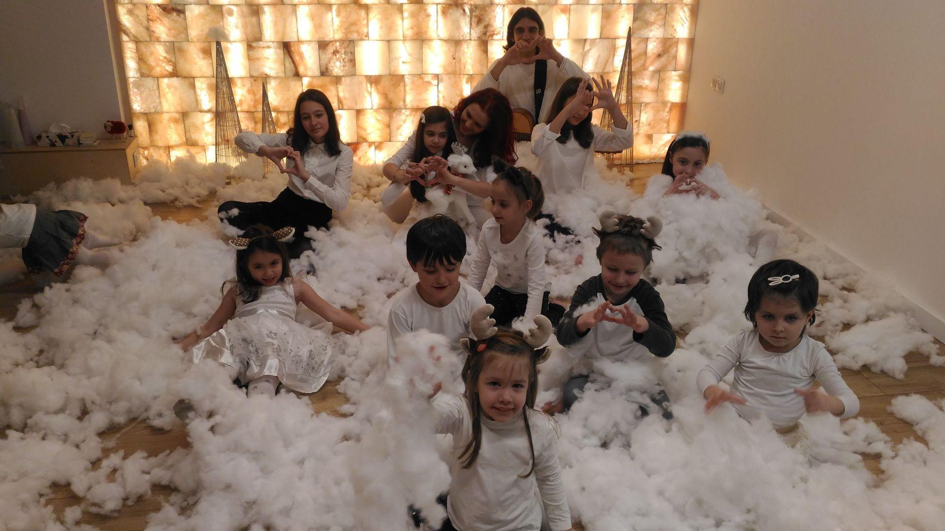 """Светла Иванова и децата от вокалната й група с първа авторска песен """"Коледа е в теб!"""""""