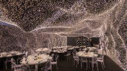 Ресторант, декориран с 250 000 LED светлини, предлага извънземно изживяване