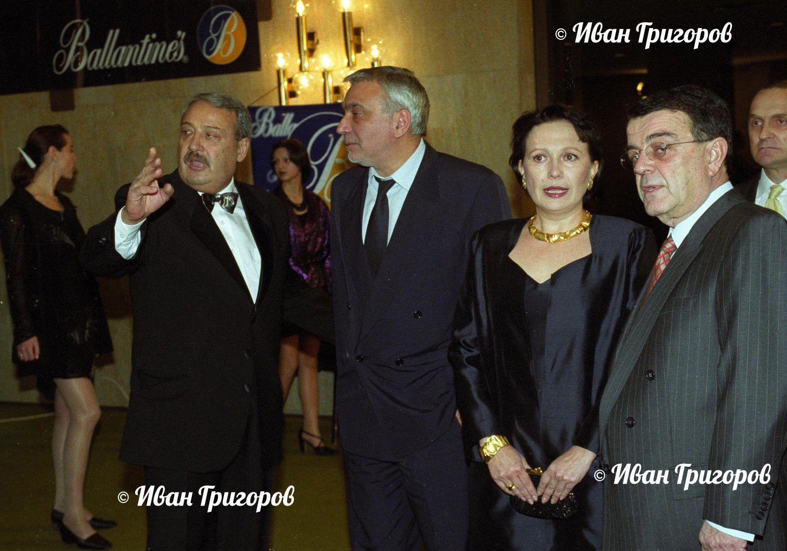 20 декември 2000 г. - Силва Зурлева с журналиста Иван Гарелов, композитора Стефан Димитров и собственика на Нова телевизия до 2008 г. Минос Кириаку (вдясно)