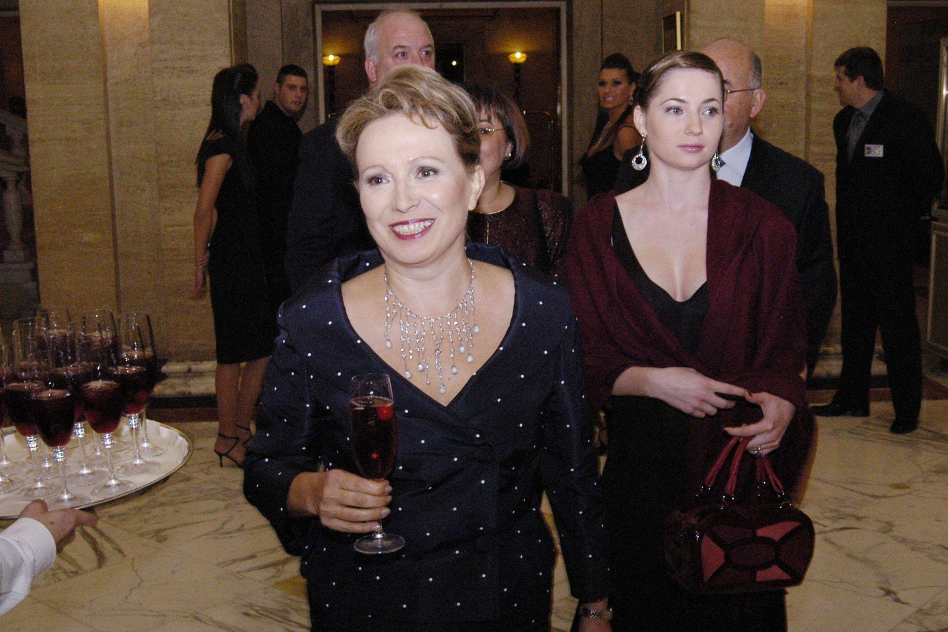 12 октомври 2005 г. - Силва Зурлева на светско парти с дъщеря си Мила