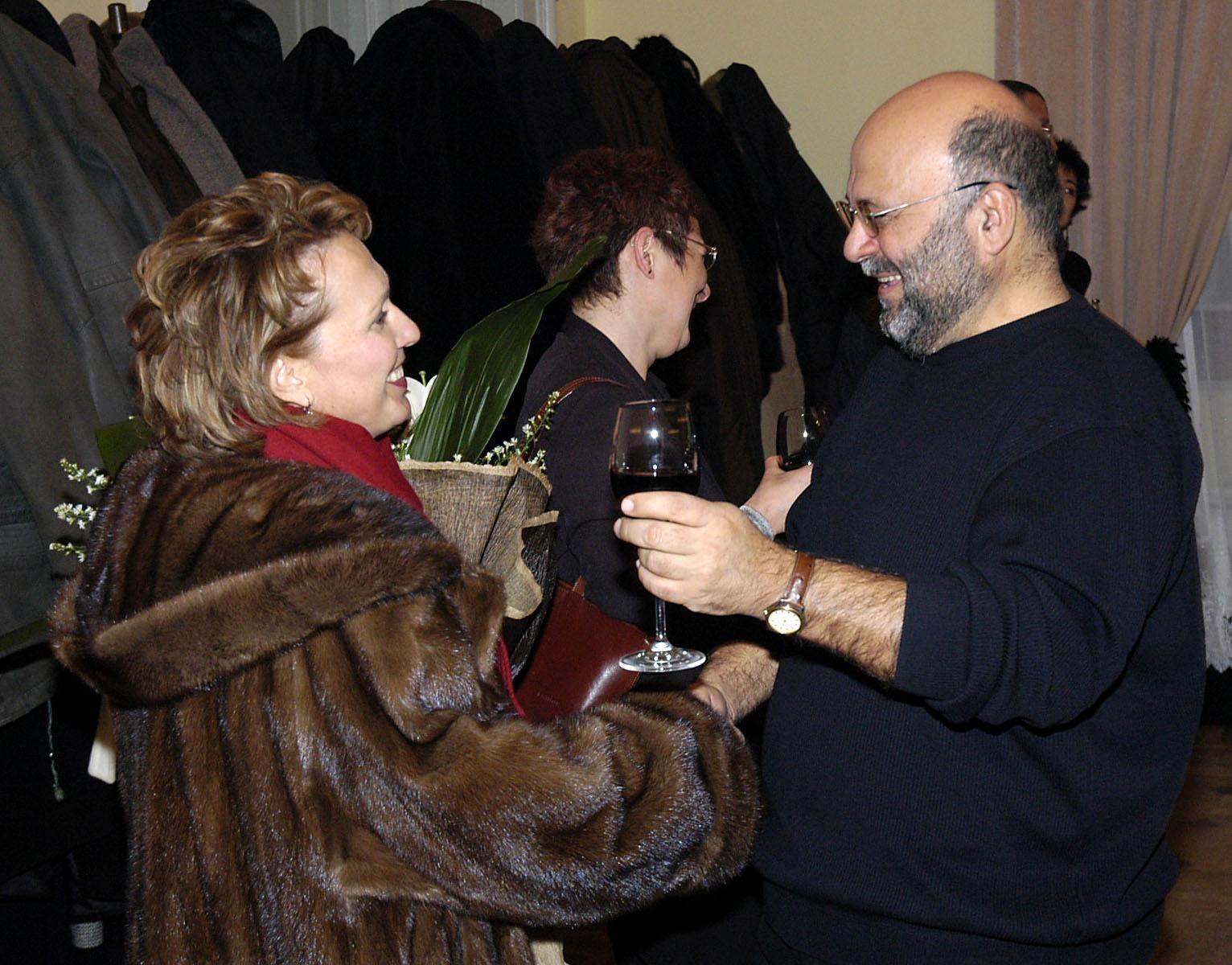 """11 януари 2006 г. - Силва Зурлева поздравява Александър Божков за 5 години от старта на радио предаването му """"Музика за душата"""""""