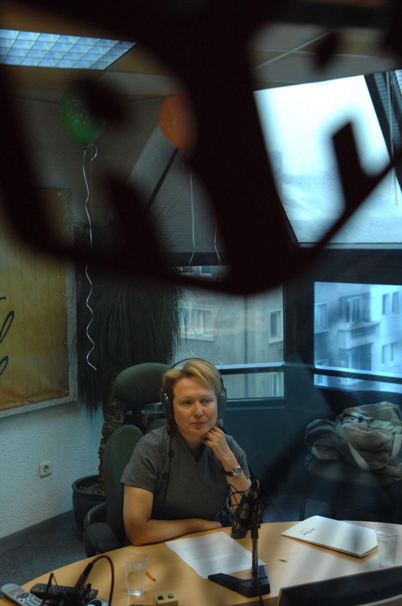"""21 януари 2009 г. - Силва Зурлева чете новини като гост-водещ в празничната прохрама на радио """"Дарик"""""""