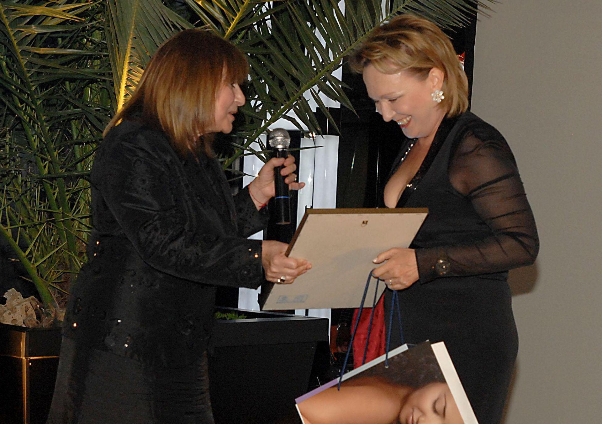 """19 май 2011 г. - Силва Зурлева получава наградата за """"Бизнес дама на  двадесетилетието"""""""