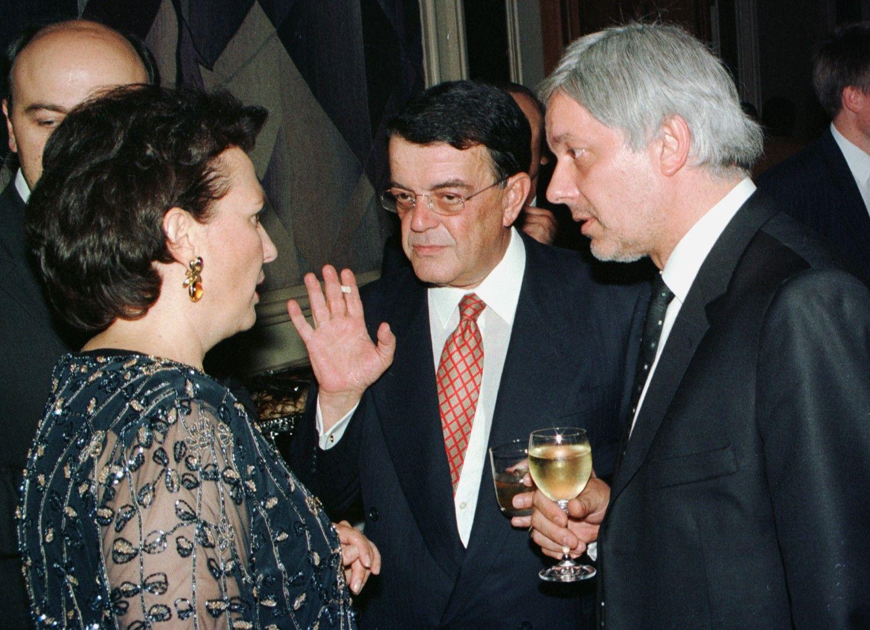 8 февруари 2001 г. - Силва Зурлева разговаря с Валентин Михов и Минос Кириаку