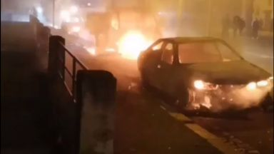 Стотици коли изгоряха в новогодишната нощ в Страсбург (видео)
