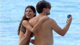 22-годишната приятелка на Лео ди Каприо изкушава в леопардов бански