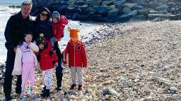 Алек и Хилария Болдуин заведоха децата на фара, където са се сгодили