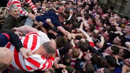 Хиляди войнствени шотландци играха в Ба - култовия мач със 150-годишна история (снимки)