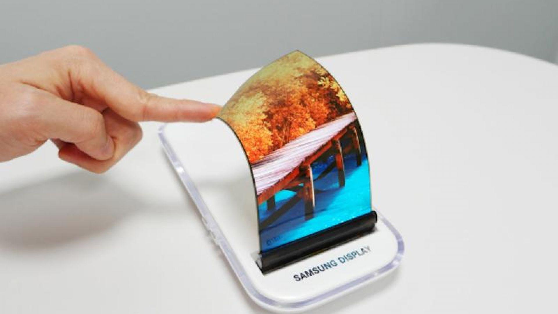 Samsung подготвя смартфон с навиващ се екран