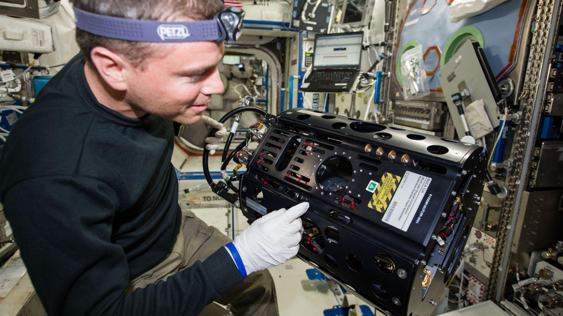 Изтичането на въздух от МКС - открито с пакетче чай