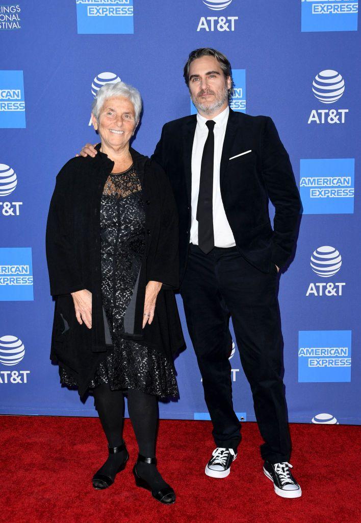 Хоакин Финикс с майка си Арлин