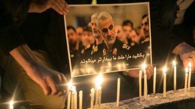 Хиляди опечалени посрещнаха ковчега на Солеймани в Иран