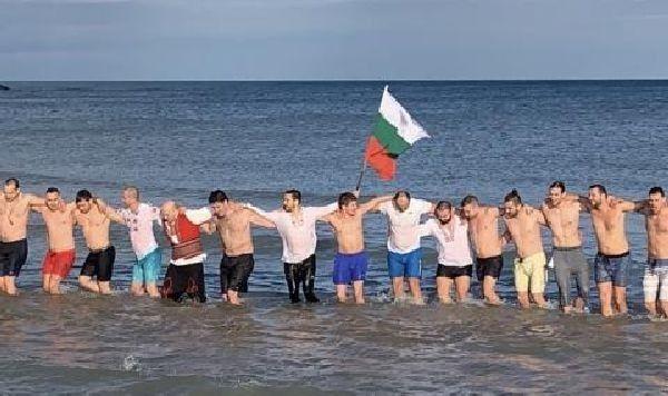 Българите в Чикаго играят ледено хоро