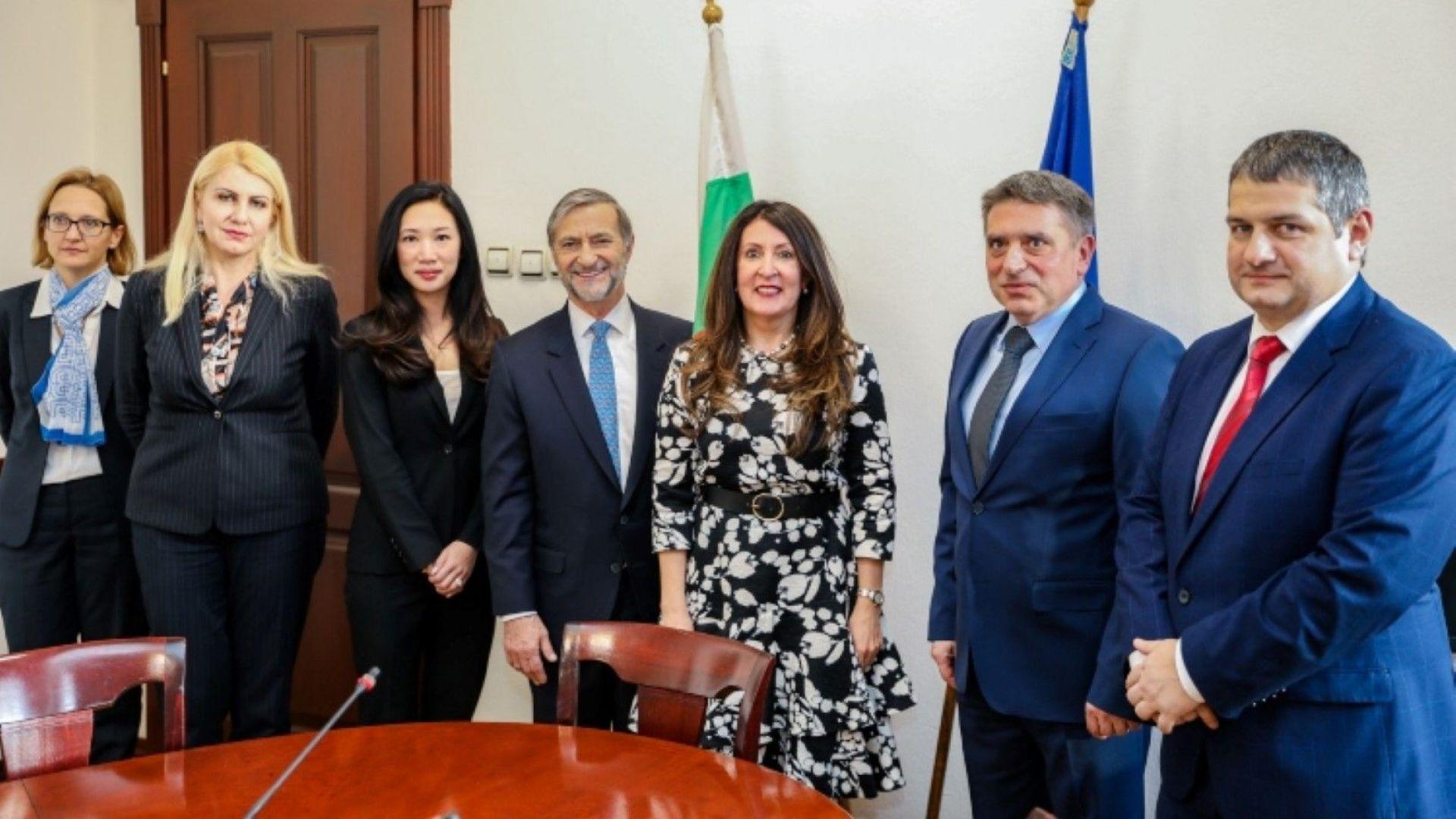Херо Мустафа заведе Джесика Ким и при правосъдния министър