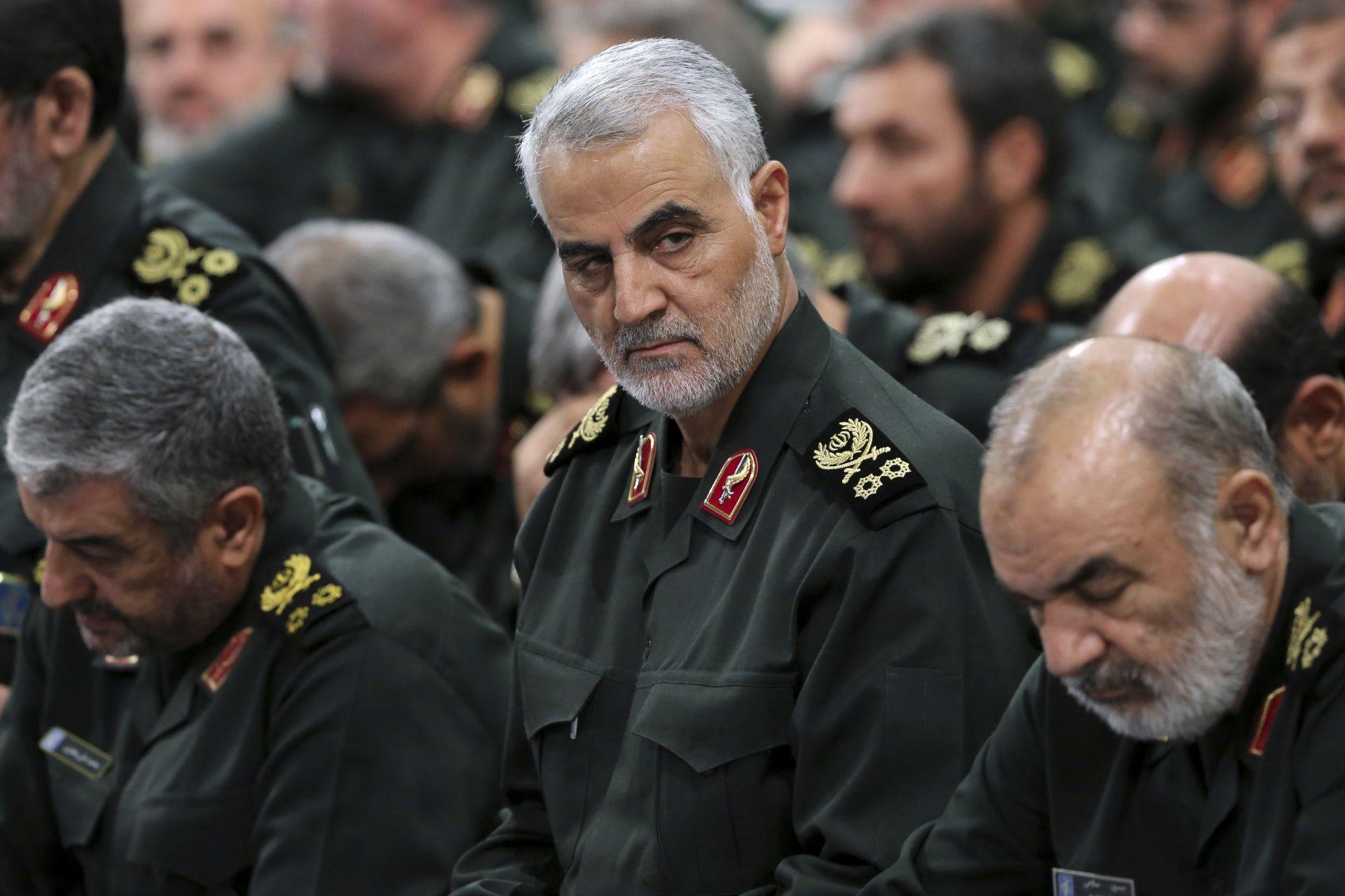 Снимка на генарал Солеймани сред военни лидери от 2016 г.