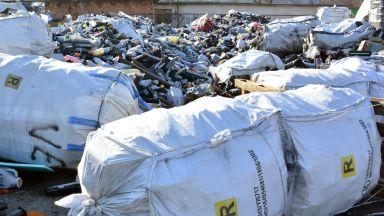 Откриха голямо количество загробен боклук в старо ТКЗС в Червен бряг
