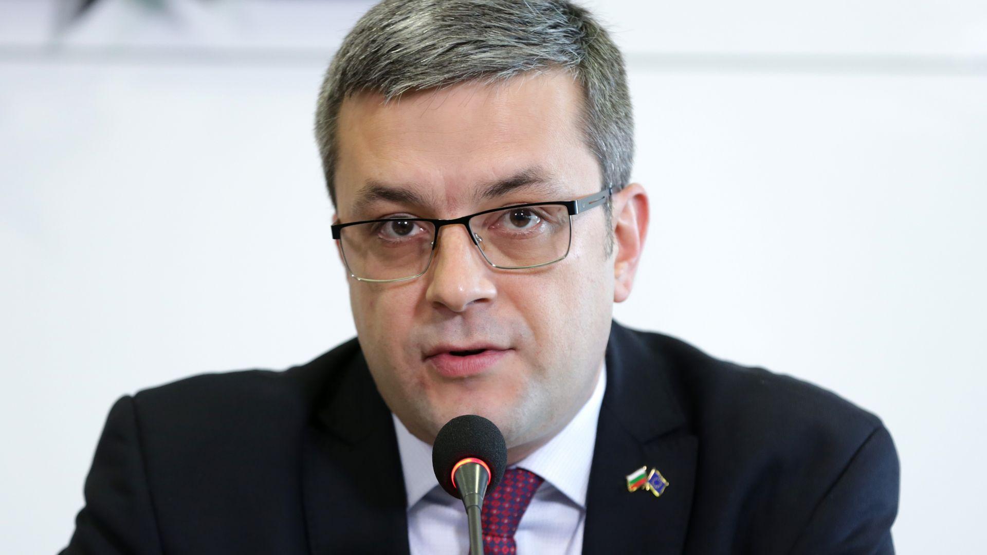 Тома Биков: Предсрочни избори не са вариант