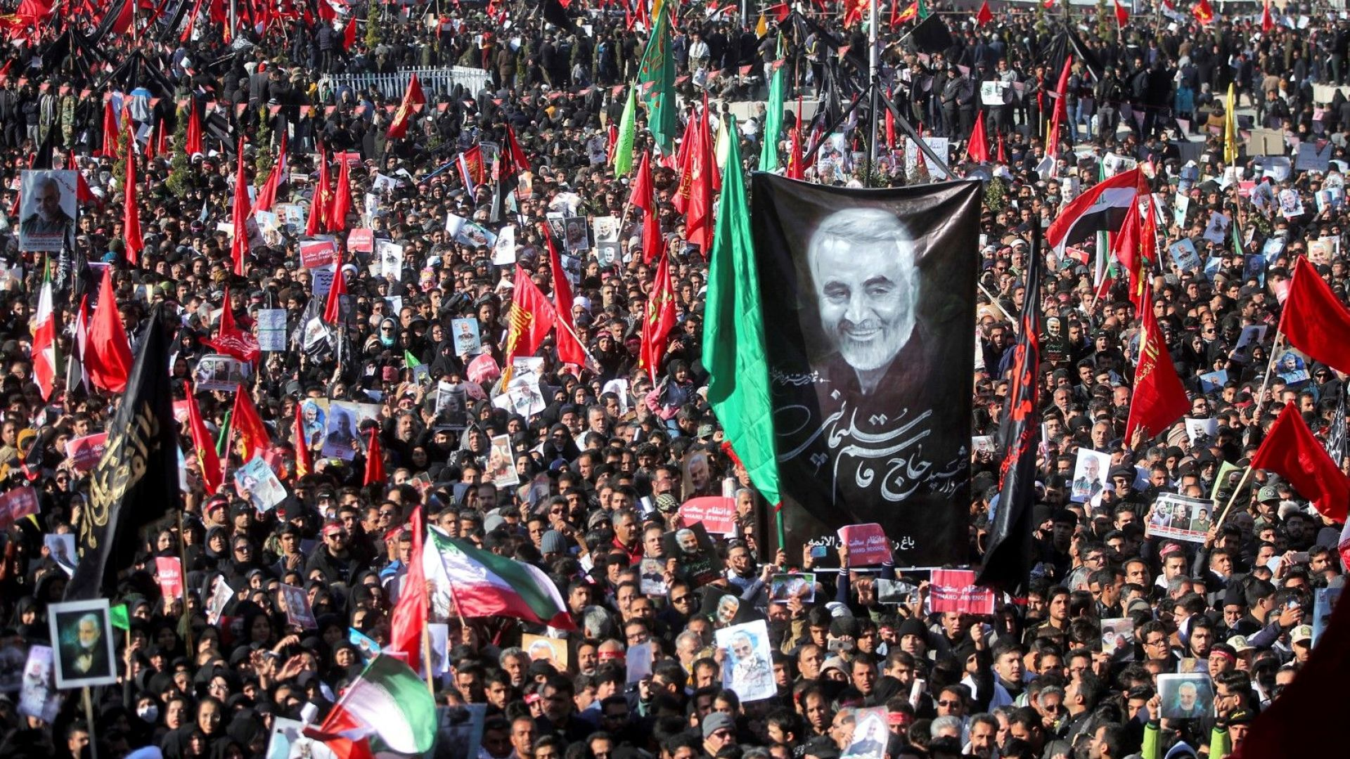 Десетки загинали, стотици ранени: отложиха погребението на Солеймани