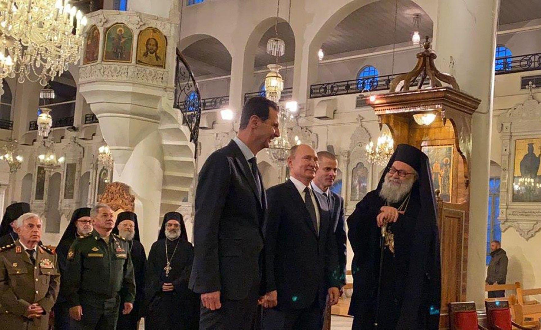 """Путин и водената от него военна делегация и Башар Асад в православния храм """"Пресвета Дева Мария"""""""