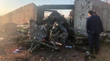Киев отпуска по 8300 долара на близките на украинските жертви на сваления в Иран самолет