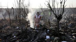 Украйна поиска от Техеран черните кутии на сваления самолет
