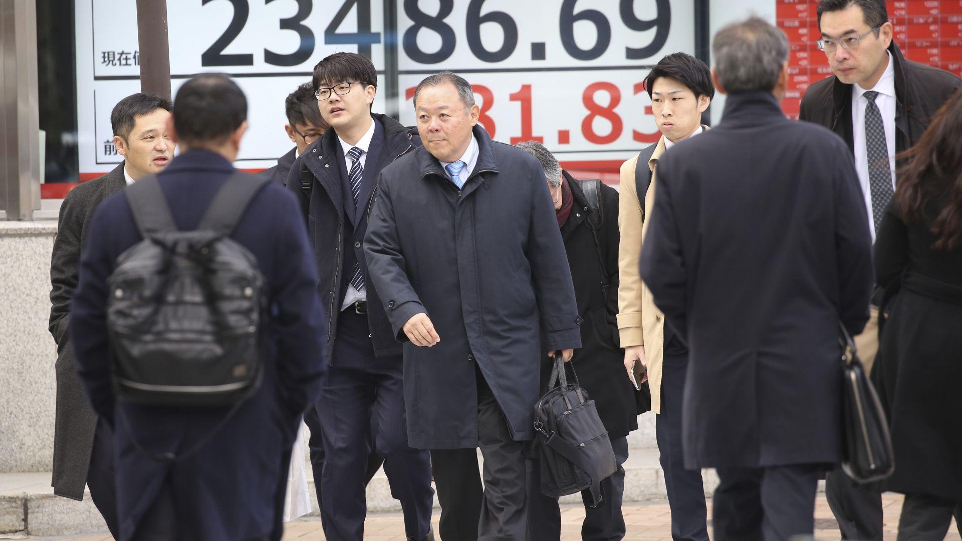 Японски милиардер раздава 9 млн. долара на последователи в Туитър