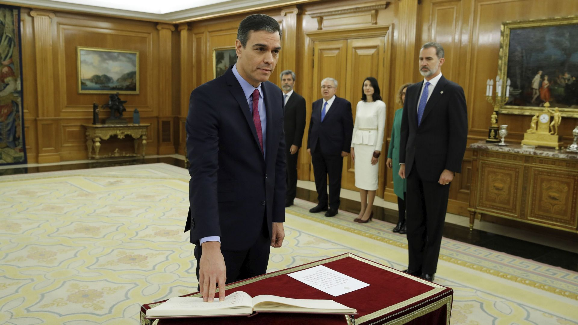 Педро Санчес се закле като премиер на Испания пред краля (снимки)