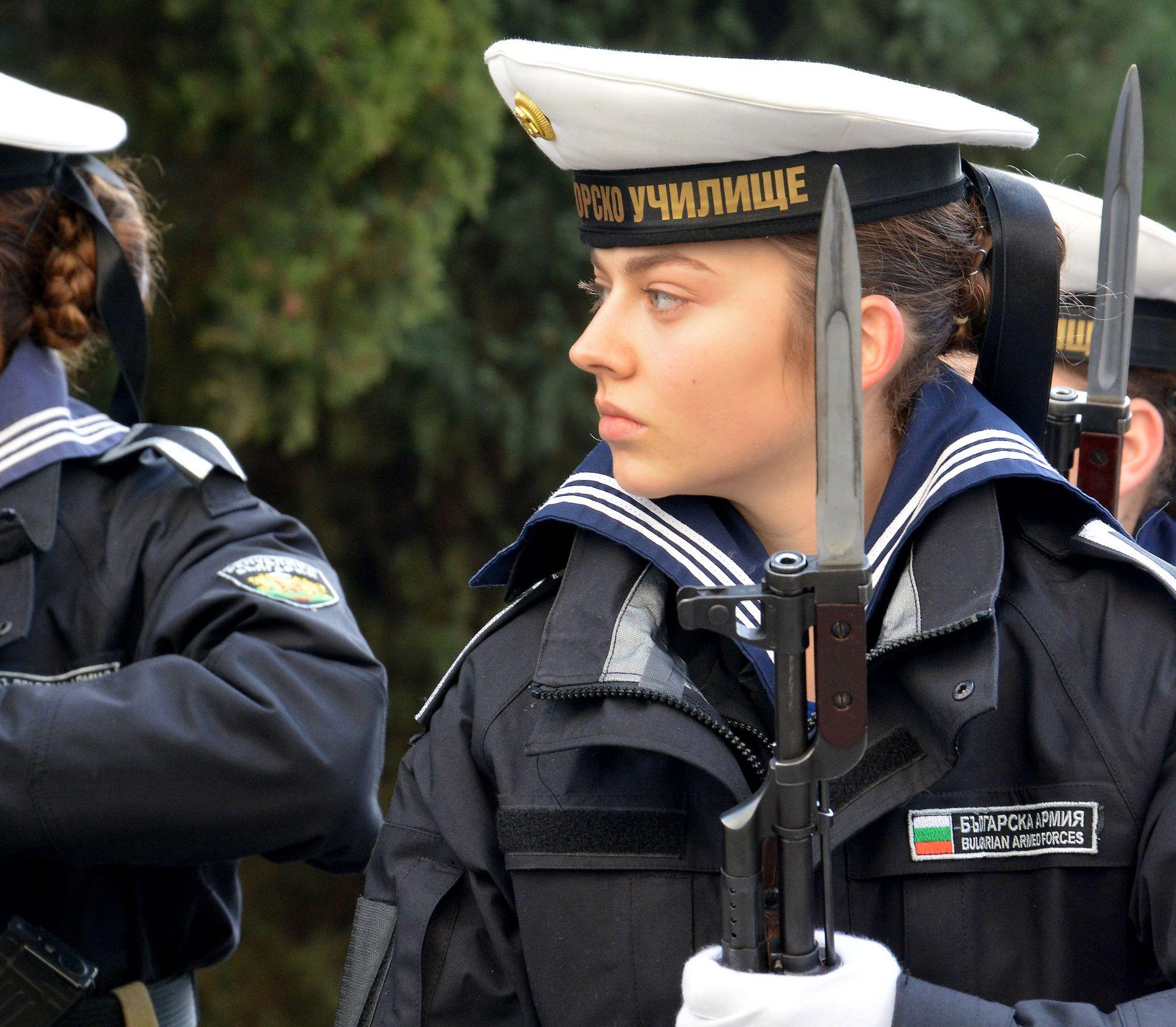 """Пред сградата на ВВМУ """"Н.Й. Вапцаров"""" се състоя тържествено честване на 139 годишнината от основаване на военноморското училище"""