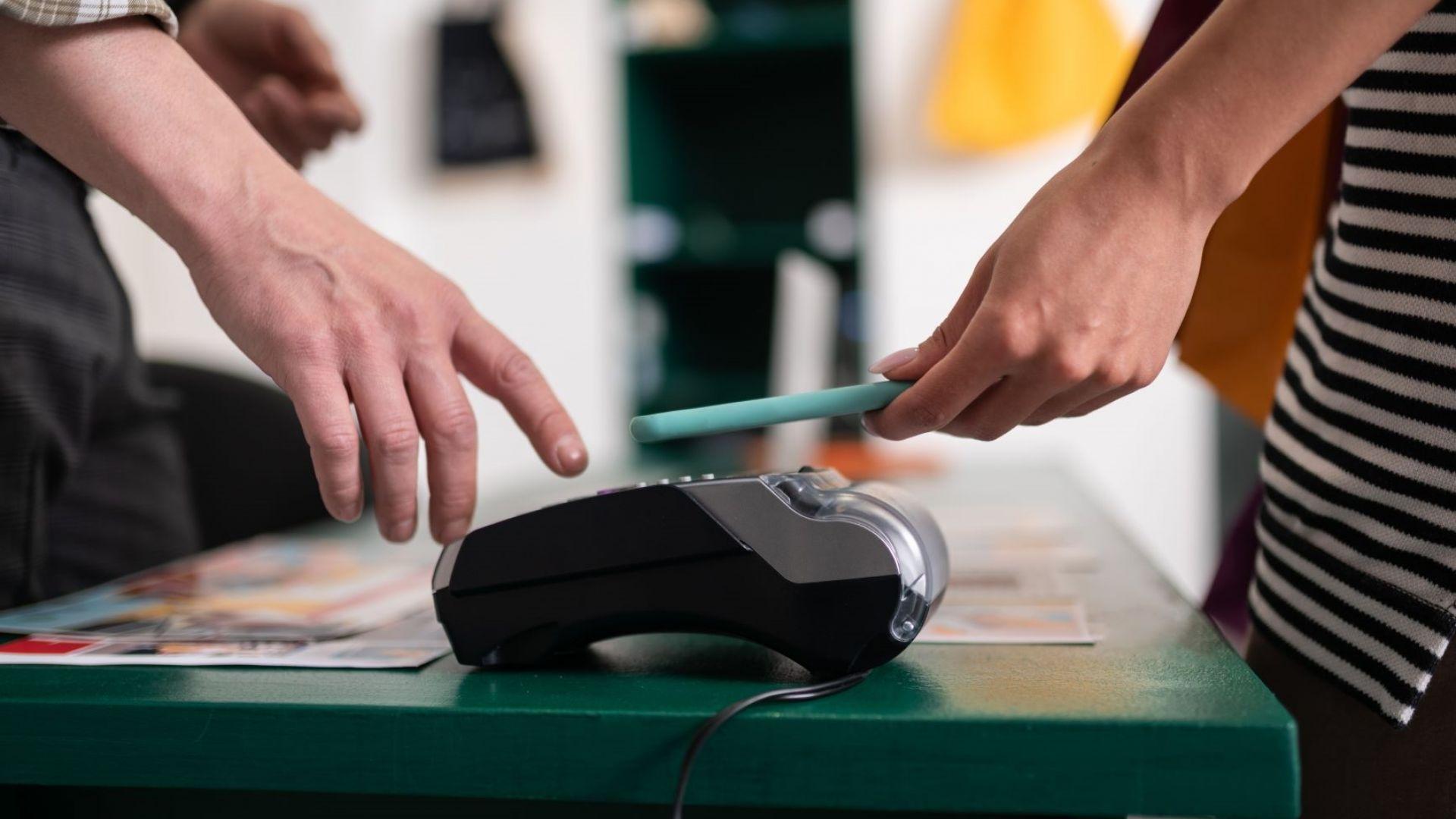 Хората държат повече на смартфона, отколкото на портфейла, показва проучване на А1
