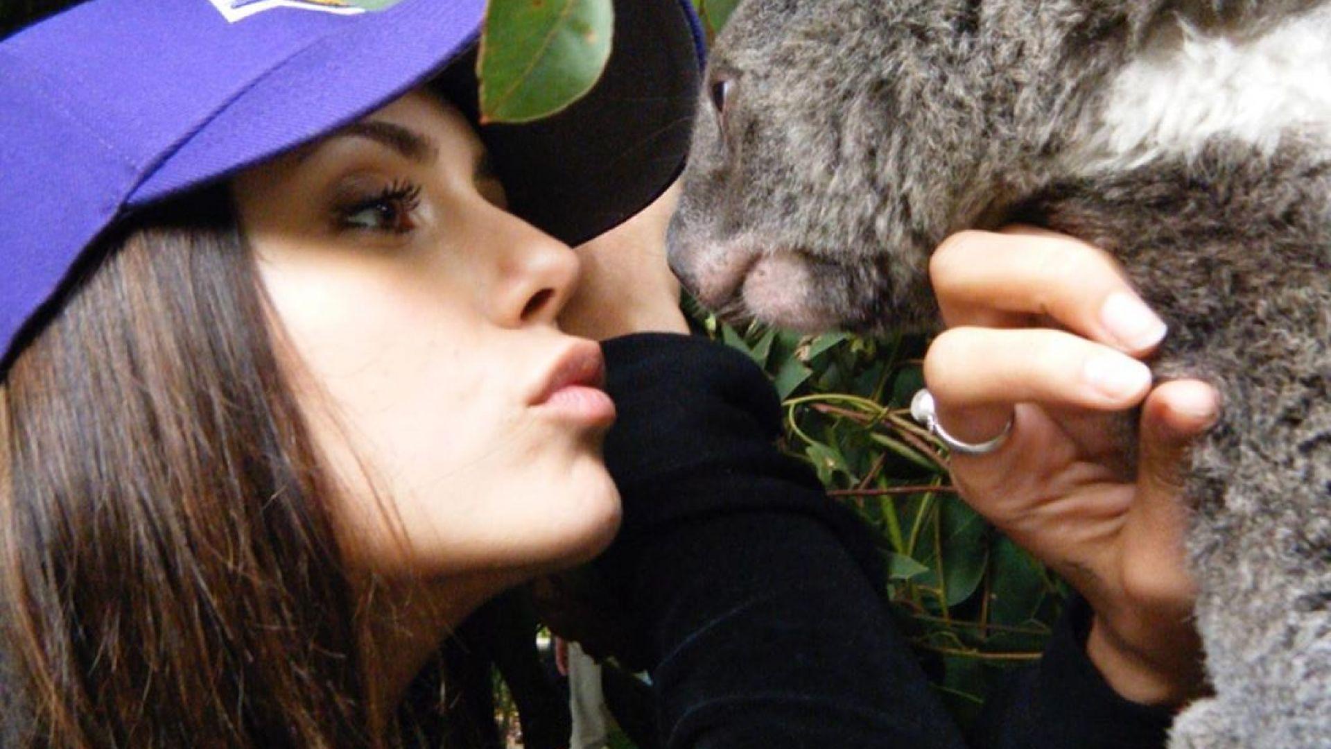 Нина Добрев празнува рожден ден в Австралия, призовава за дарения