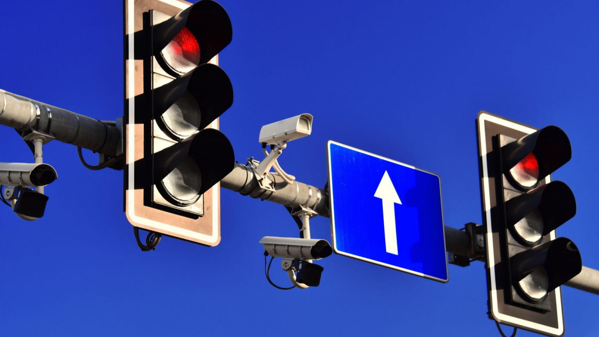 Общо 282 камери за видеонаблюдение следят за трафика и сигурността