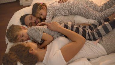 Защо е вредно родителите и децата да спят в едно легло