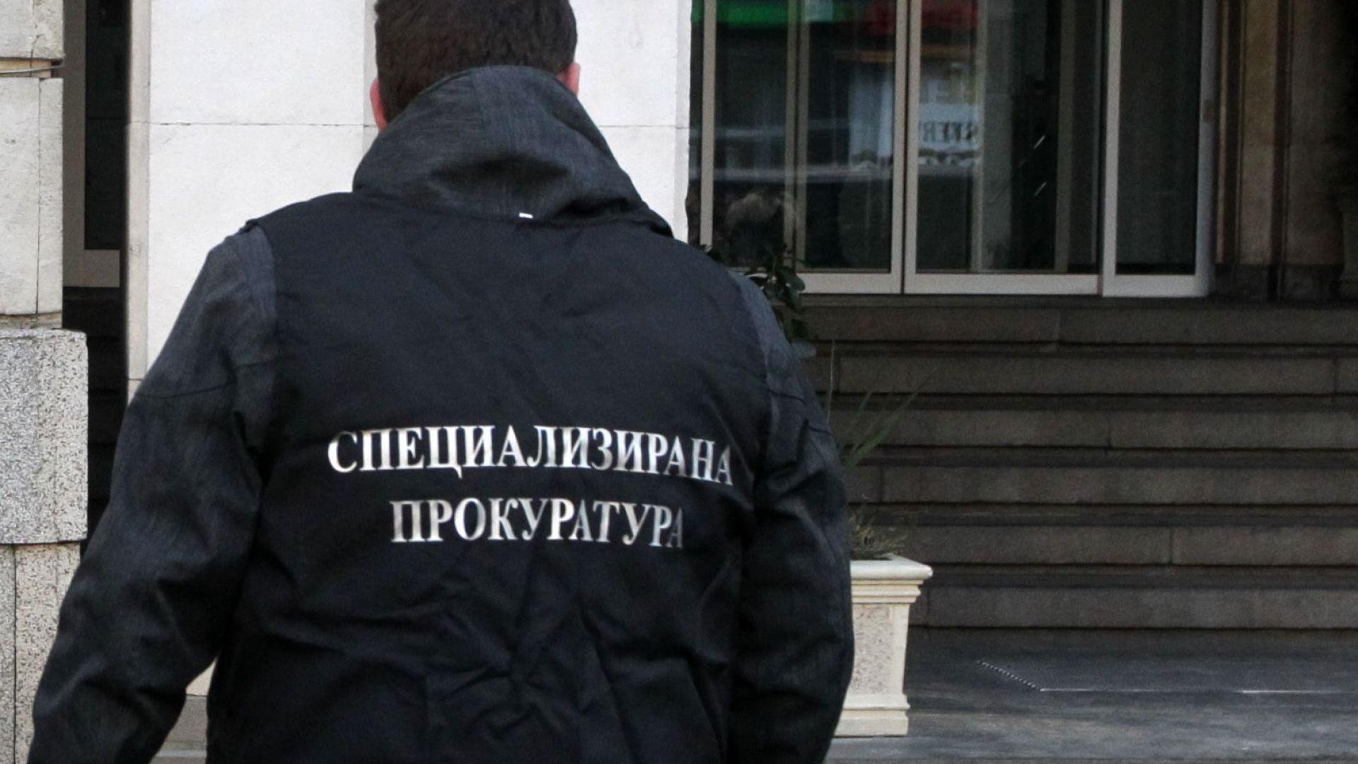 Поне двама висши полицаи са задържани при спецоперация в София