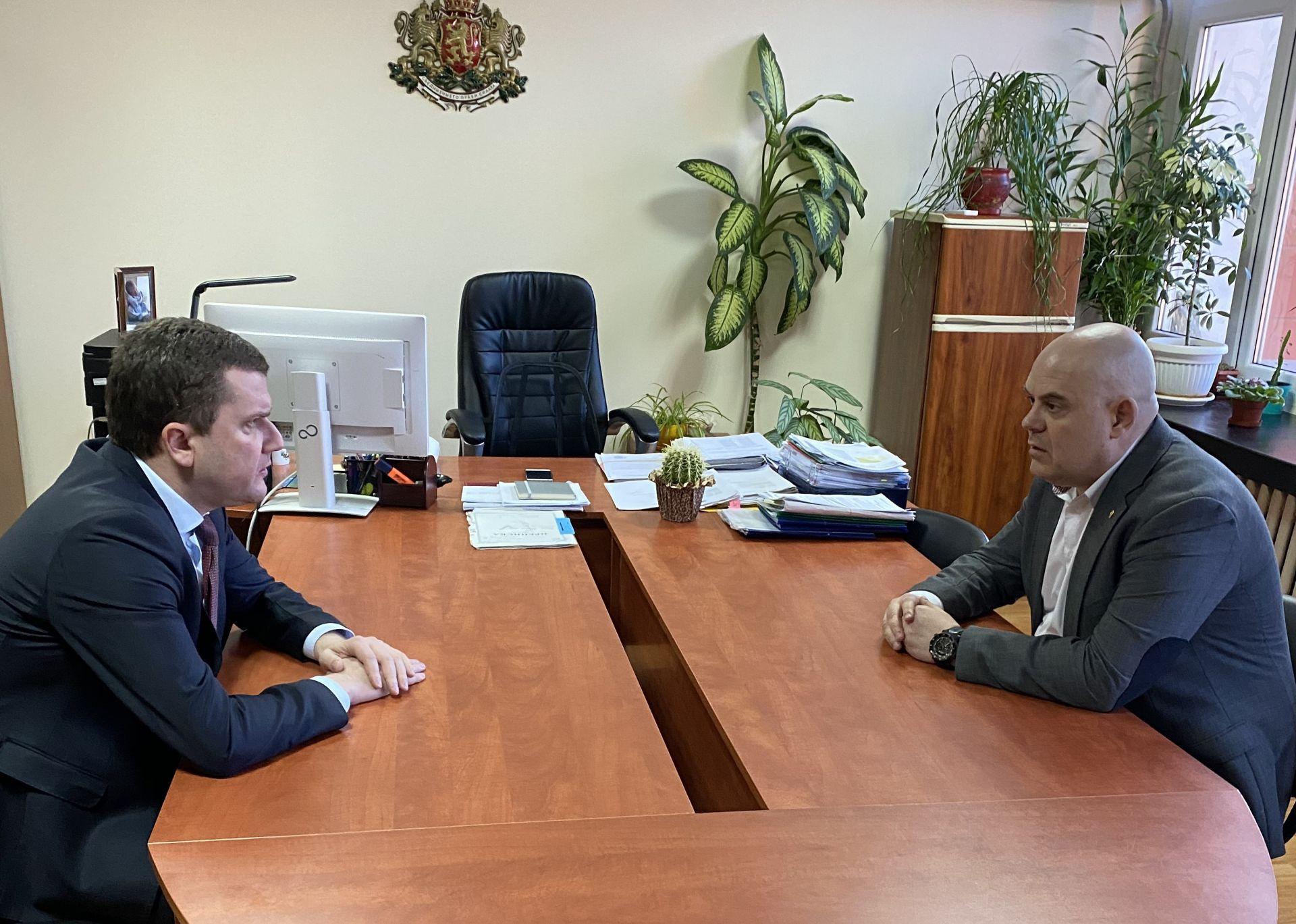 Иван Гешев се срещна с кмета на Перник Станислав Владимиров