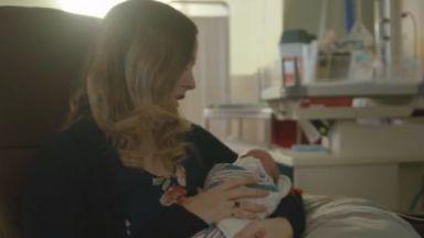 Жена с трансплантирана матка роди момченце