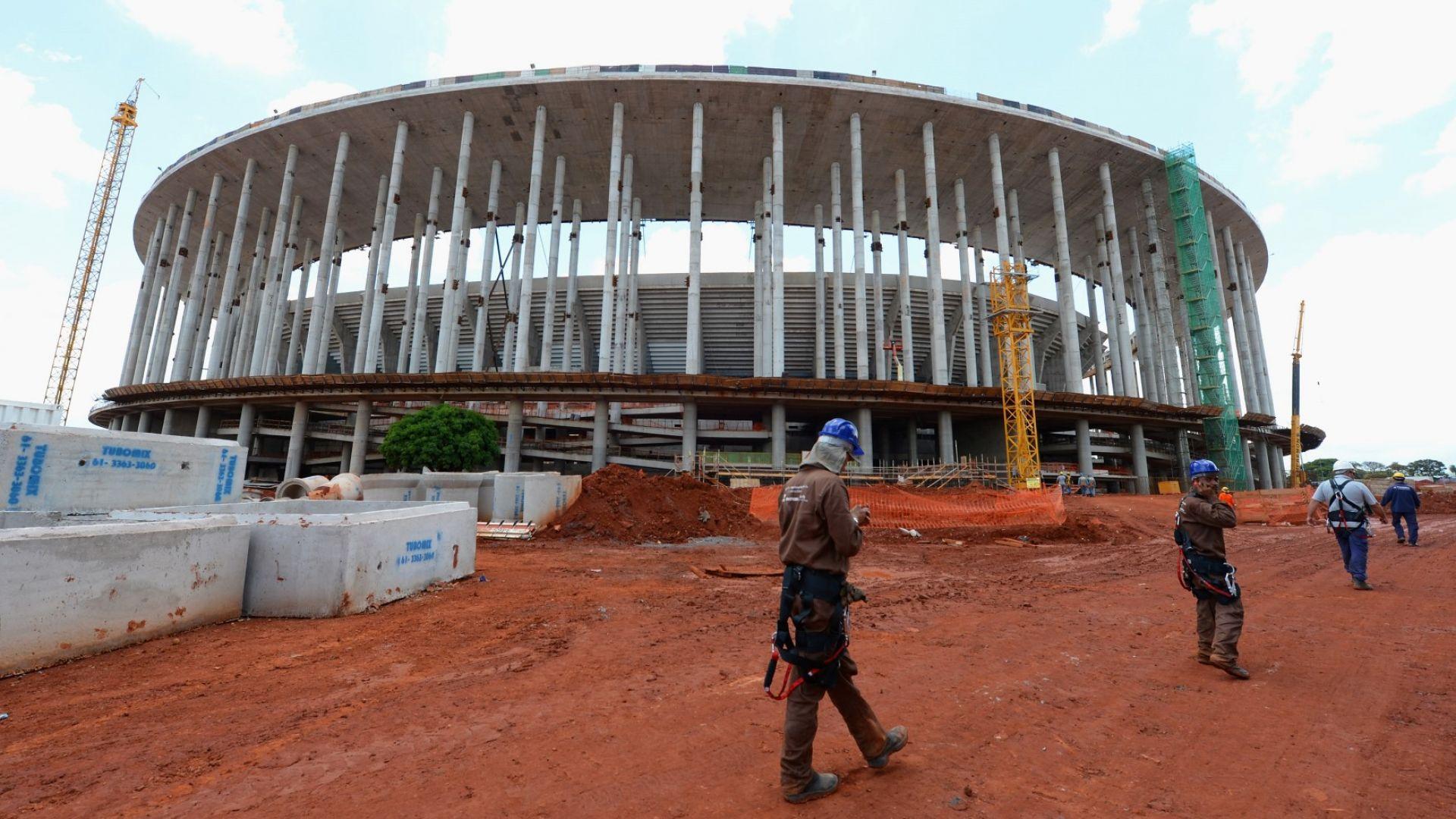 """900-милионният стадион """"Гаринча"""" повтаря съдбата на великана, чието име носи"""