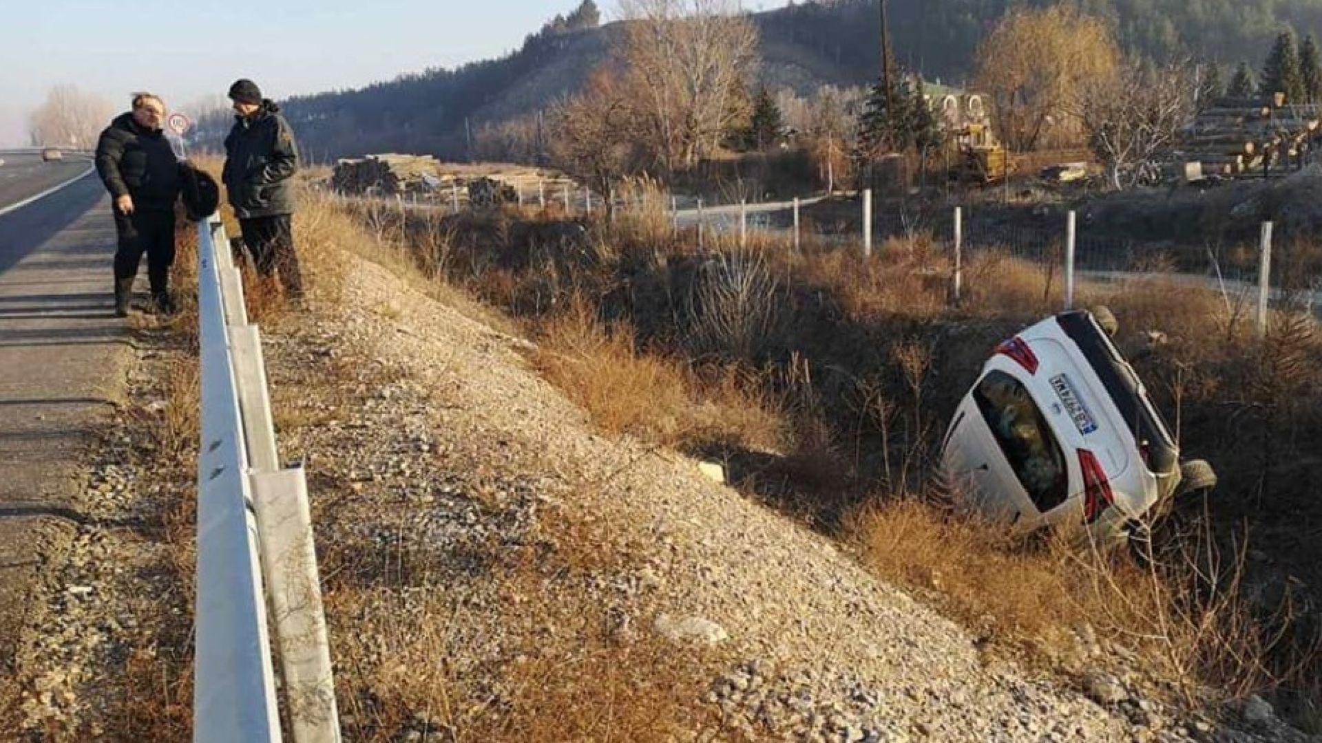 Откриха труп на млад мъж в канавка в Бургаско