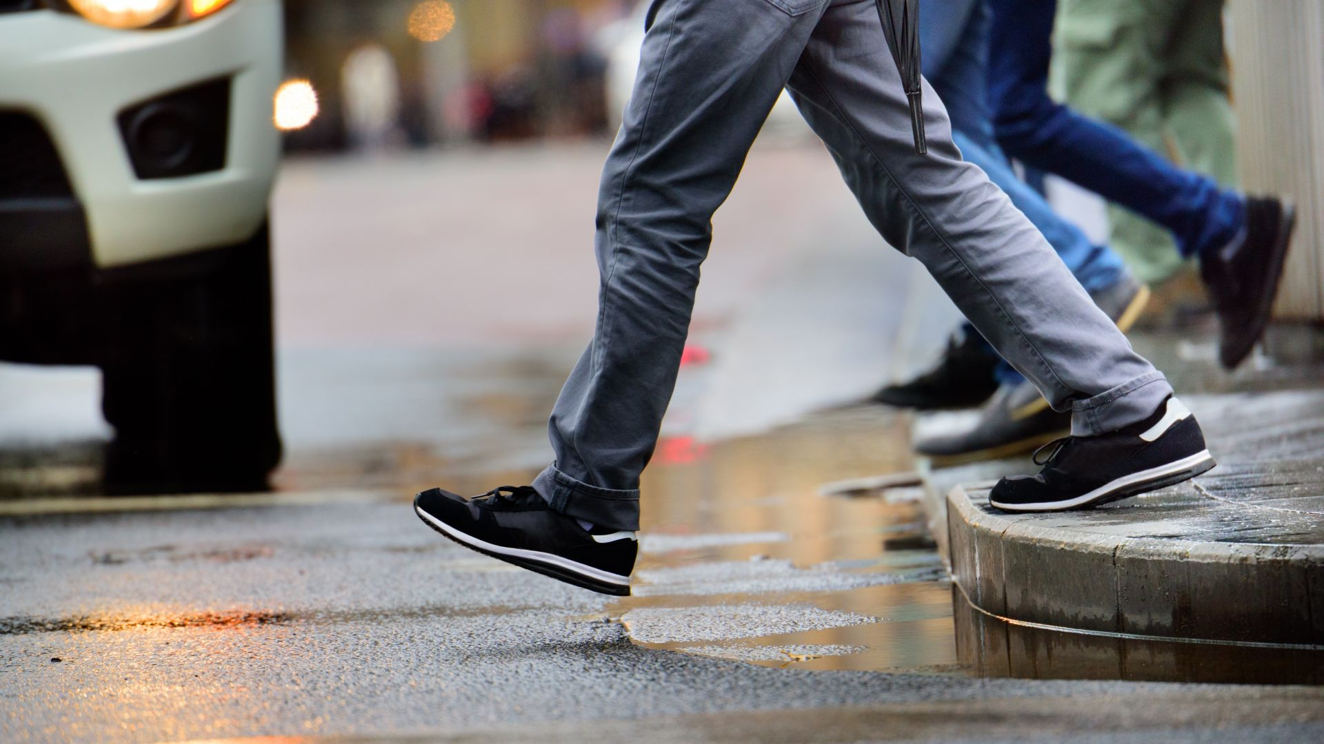 Шофьор блъсна мъж и жена на пешеходна пътека в Шумен