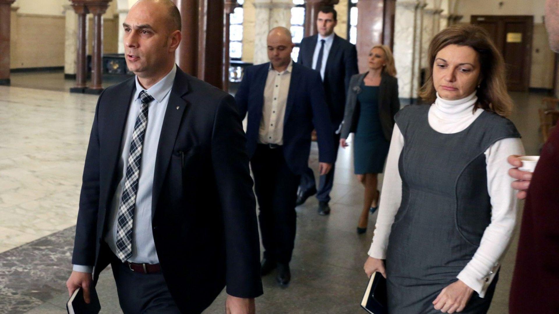 Най-отпред ръководителят на специализираната прокуратура Димитър Петров
