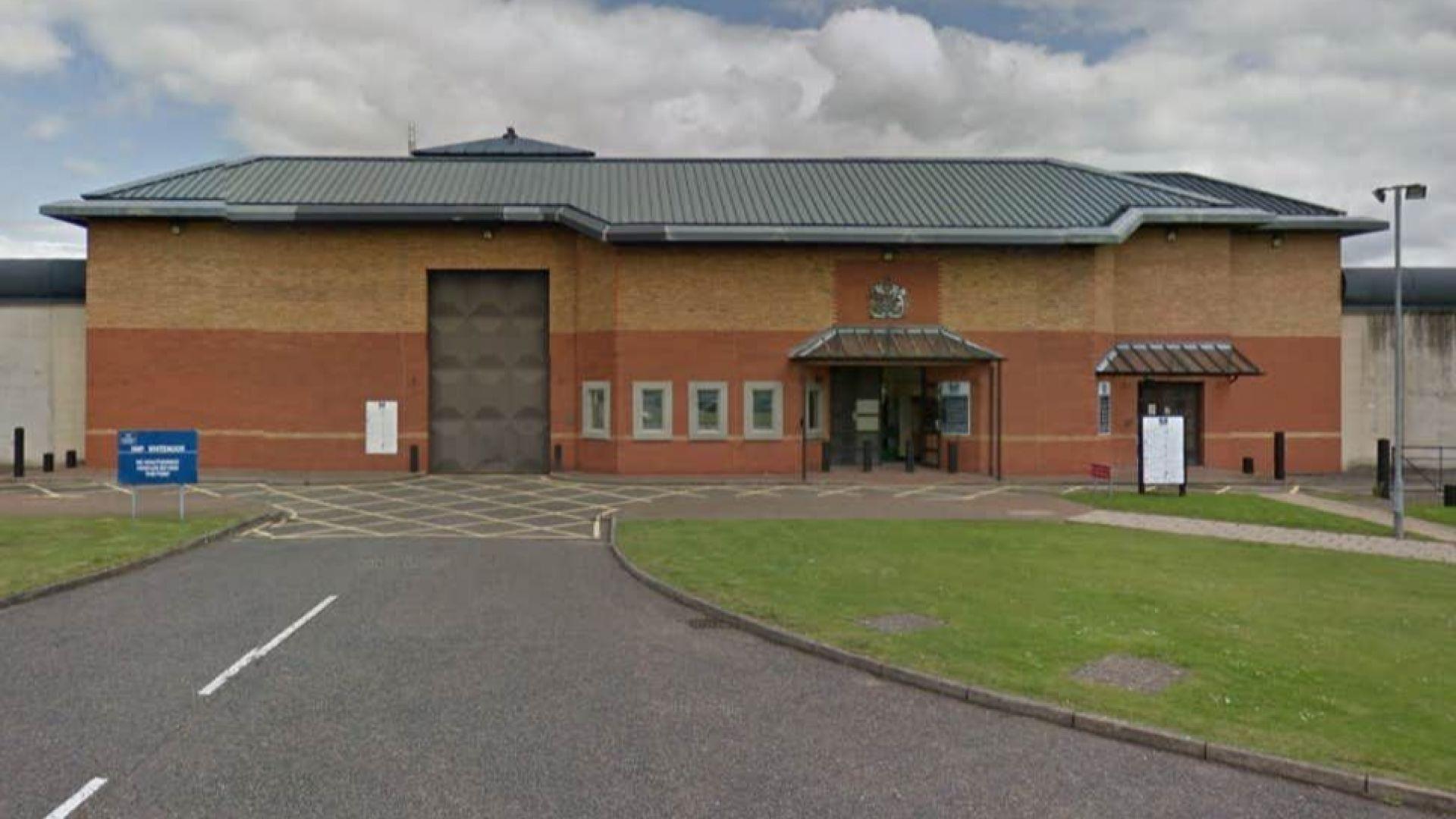 Нападение на двама затворници срещу служители на британския затвор със