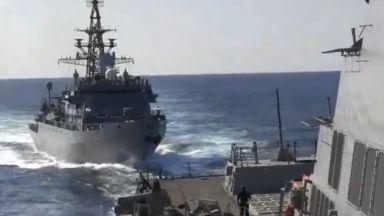"""Руски боен кораб се """"приближил агресивно"""" към американски"""