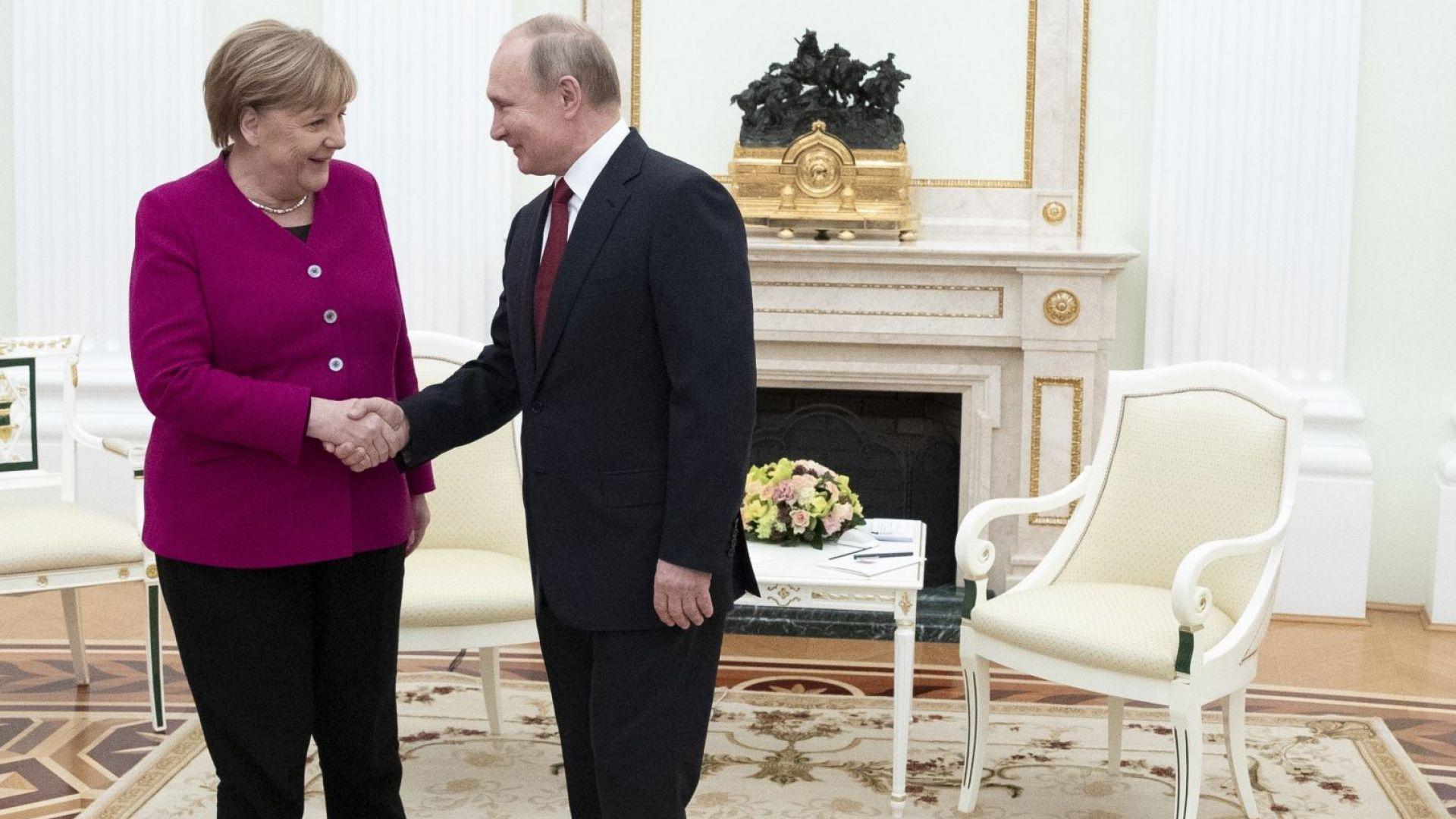 Путин и Меркел започнаха преговорите с най-острите въпроси